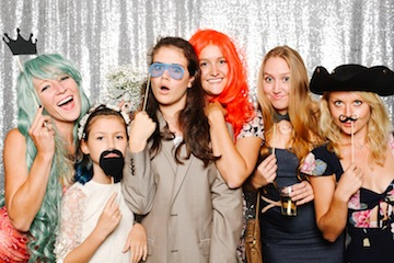 5978c4d126341f0001ec262b_grin-and-bear-booth-photobooth-181352